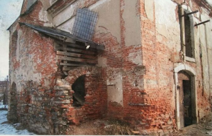 Among the Ancient Ruins:The synagogue as seen prior to 2006 when renovations began.