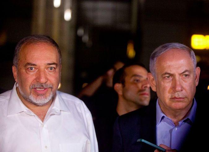 Benjamin Netanyahu and defense minister Avigdor Lieberman visit scene of Tel Aviv terror attack.