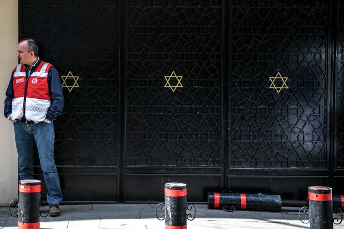 A policeman guards Istanbul's main synagogue, Neve Shalom.