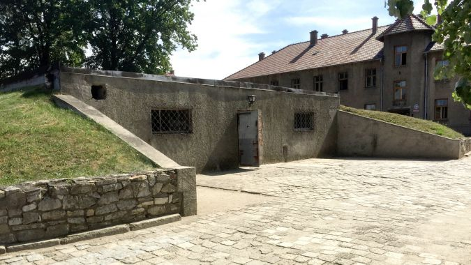 Unless specifically asked by the tourists, the tour guides don't mention that the gas chamber/crematorium (Krema I) is a reproduction.
