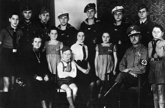 A pro-Nazi family with 12 children in Third Reich Germany.