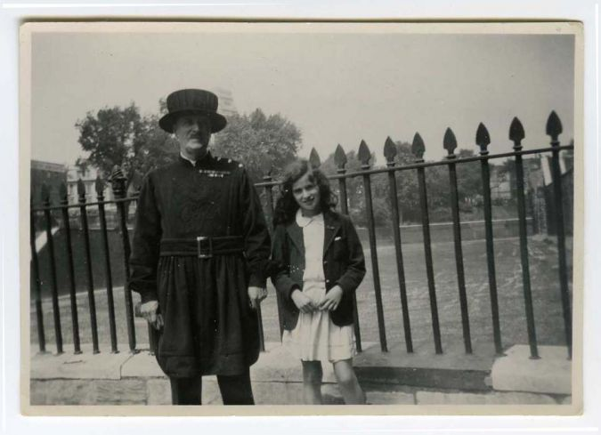 Esther Starobin poses with a guard outside the Tower of London.