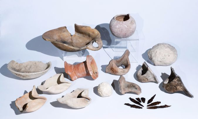 Artifacts from the First Temple period including oil lamps, seals and arrowheads.