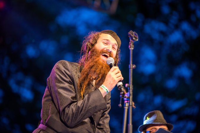 a member of the neo-chasidic band Zusha singing at Yiddish Soul.