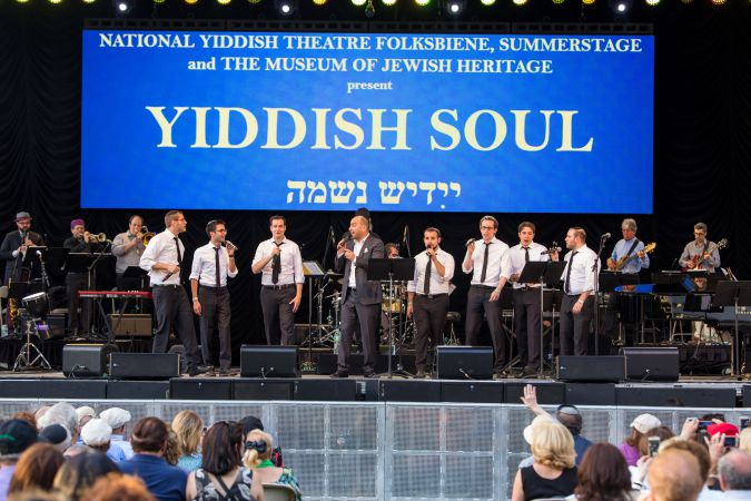 The Maccabeats performing at Yiddish Soul.