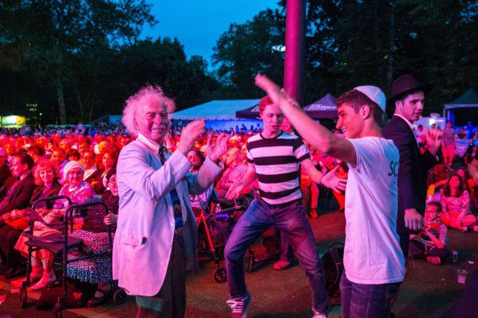 People dancing at Yiddish Soul.