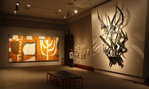 Left: Robert Motherwell, The Walls of the Temple, 1952, oil on Masonite. Art © Dedalus Foundation, Inc./Licensed by VAGA, New York, NY. Right: Herbert Ferber, And the bush was not consumed?, 1951, copper, lead, brass. © Herbert Ferber Estate. Congregation B?nai Israel, Millburn, NJ