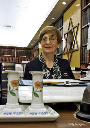 Adela Dworin, head of the Jewish community in Havana, can boast of more than 10,000 volumes on Jewish literature at the Abraham Marcus Matterin communal library in the capital.