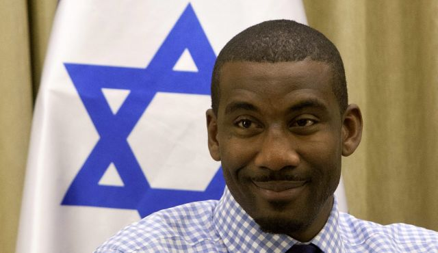 U.S. NBA?s New York Knicks basketball player Amare Stoudemire attends a meeting with Israel?s President Shimon Peres, at the President?s residence in Jerusalem,