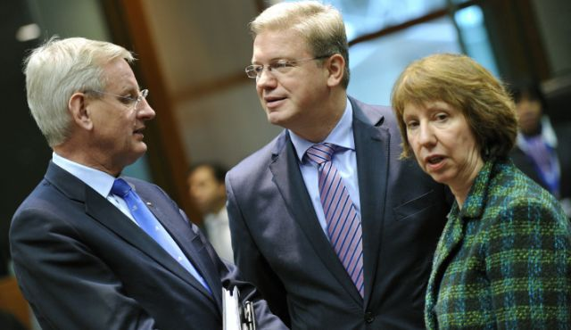 Swedish FM Carl Bildt, EU Commissioner for Enlargement and European Neighborhood Policy Stefan Fule and EU foreign policy chief Catherine Ashton at the EU Headquarters in Brussels.