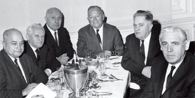 Agony Uncle: Isaac Metzker (second from right) was one of the last editors of the Yiddish Bintel Brief.