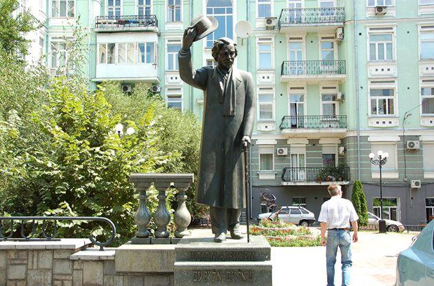 Standing Proud in Yehupetz: A statue of Sholom Aleichem in Kiev, Ukraine.