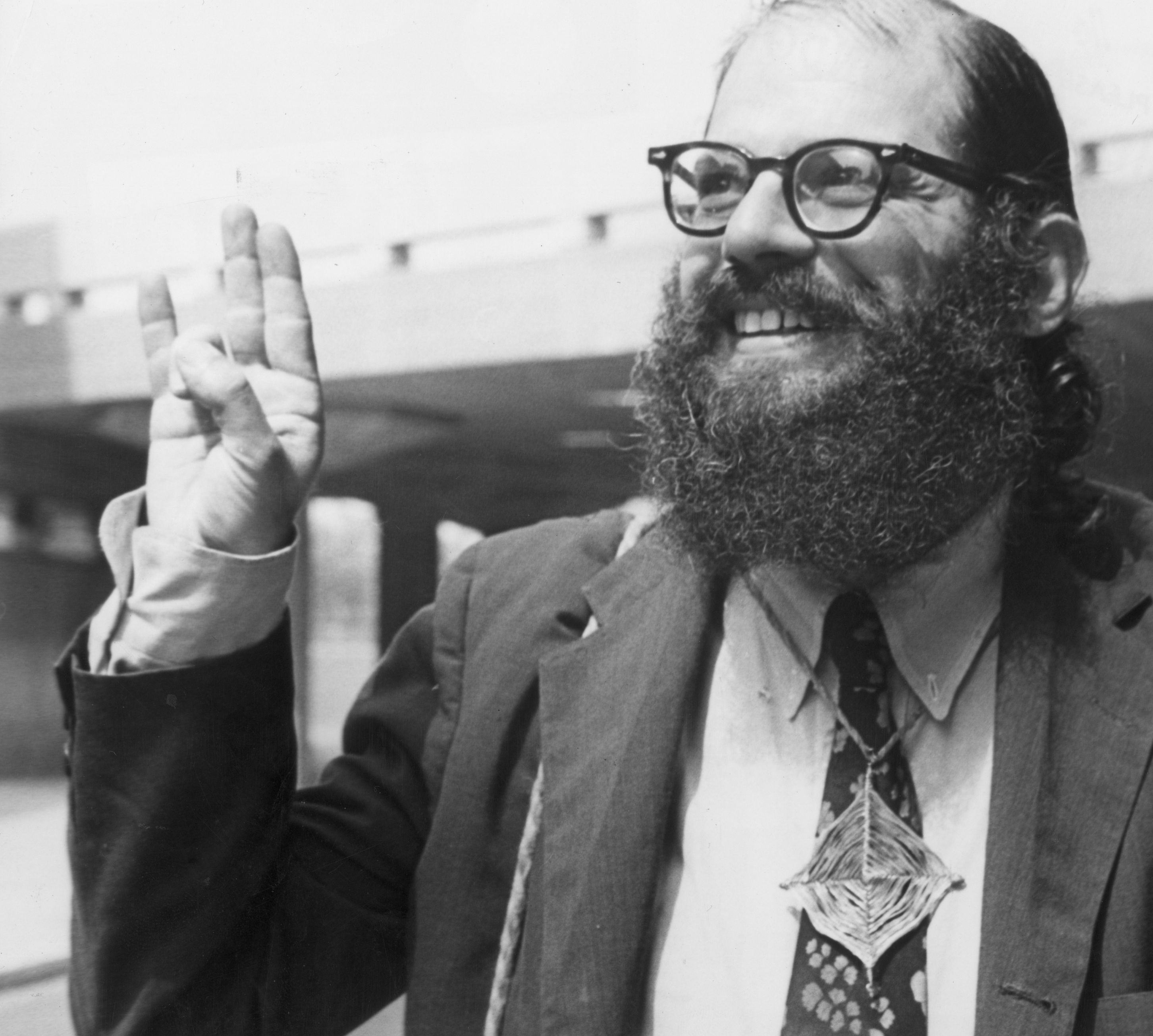 howl by allen ginsberg attack post war conformity Howl by allen ginsburg howl is a poem written by allen ginsberg in 1955, published as part of his 1956 collection of poetry titled howl and other poems, and dedicated to carl solomon.