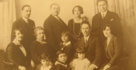Lizzie (center), Ilse (bottom right), Hans (bottom left) Fritz (bottom center) and their parents.