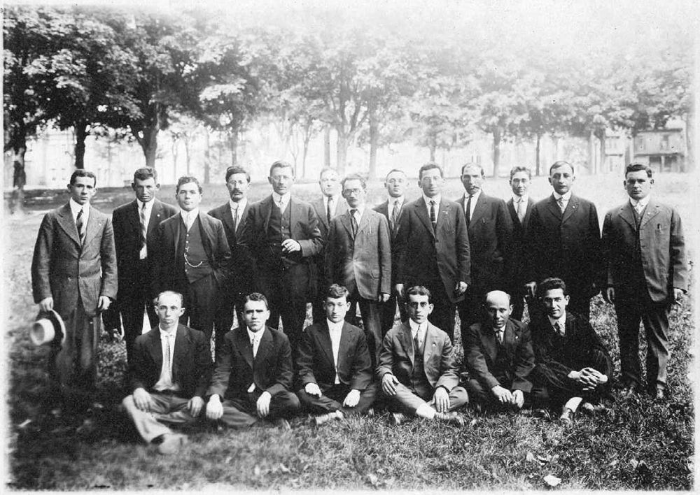 Arbeiter Ring/Workmen?s Circle: Maine delegates at the second annual conference, 1916. [click for larger view]