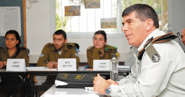 Conversion Class: Lt. Gen. Gabi Ashkenazi, chief of the IDF General Staff, during a 2008 visit to Nativ, a program that converts Israeli soldiers from the former Soviet Union.