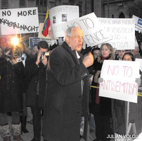 ¡BASTA! Rabbi Avi Weiss (center) addresses a protest against recent antisemitism in Caracas. Hundreds rallied in front of the Venezuelan consulate in Manhattan on February 3.