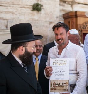 Rabbi Shmuel Rabinovitch (left) with David Arquette