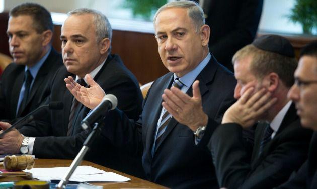 Benjamin Netanyahu with Likud ministers at weekly cabinet meeting, Sunday, January 12, 2014. From left: Gilad Erdan (communications), Yuval Steinitz (intelligence), Netanyahu, cabinet secretary Avichai Mandelblit, Gideon Saar (interior)