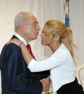 Forever Young?: Peres kisses Shakira in 2011.