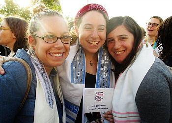Jenn Maggin (center) with Julie Womack (left) and Maya Glasser.