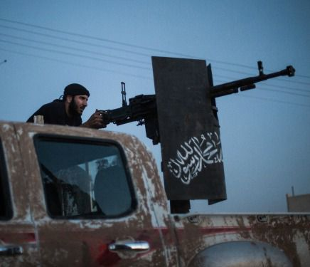 Syrian Jihadists take aim at Kurdish position, August 25, 2013.