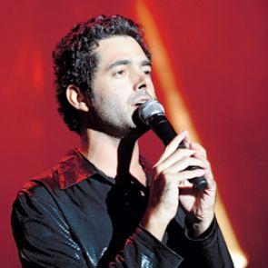 Dan Shapira performing in ?Zohar.?