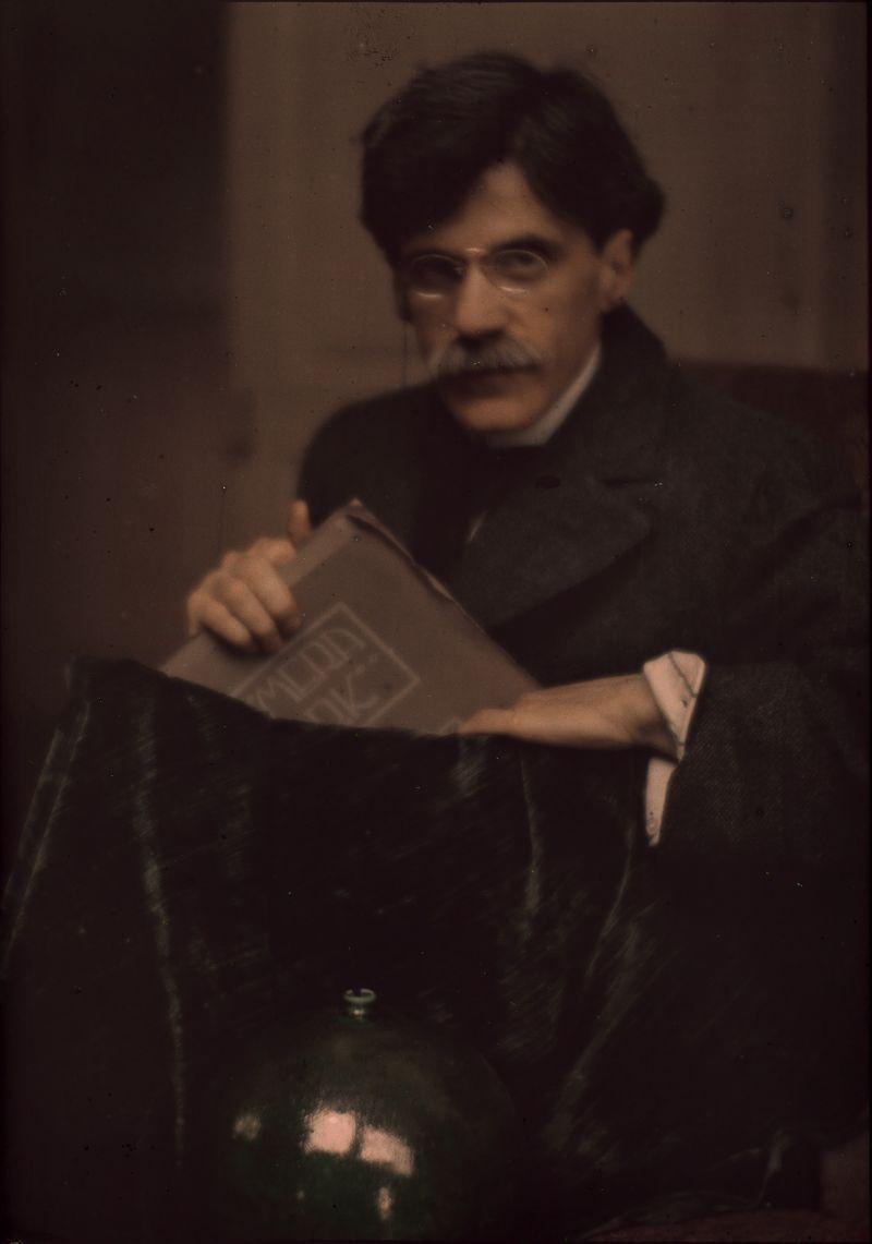 Photograph of Alfred Stieglitz by Edward Steichen, 1907. The Metropolitan Museum of Art, Alfred Stieglitz Collection.