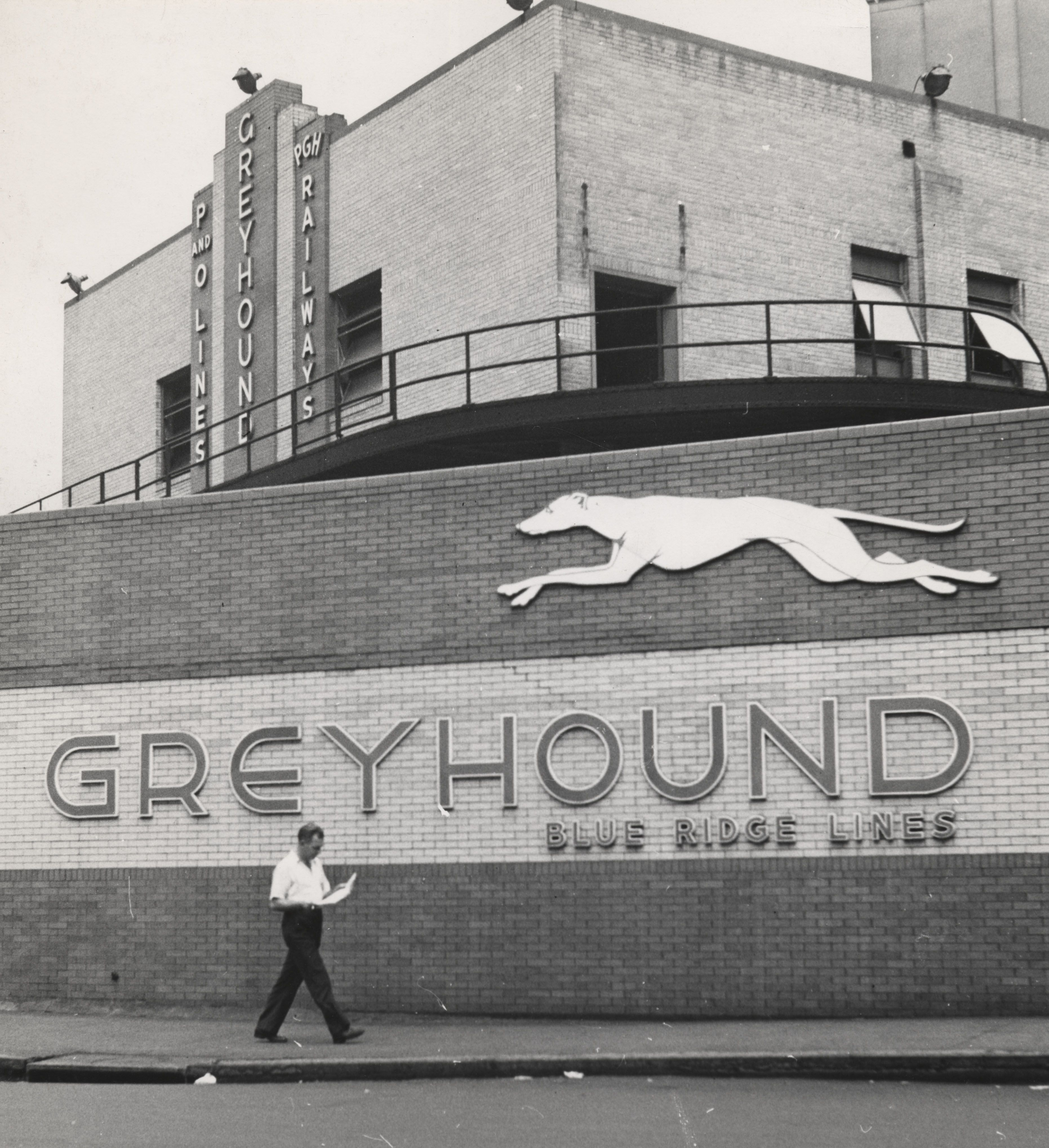 Esther Bubley, Pittsburgh, Pennsylvania. The Exterior of the Greyhound Bus Terminal(Greyhound Bus series)September, 1943 Gelatin silver print