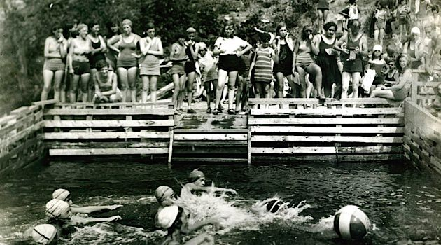 Splish Splash: Teenage immigrant girls from New York City play water polo at a campsite in Kingston, N.Y. owned by the East Side Vacation Camp Association. Founded by several Jewish organizations, including the Forverts, the camp is now located in West Milford, N.J. and is called Camp Vacamas.