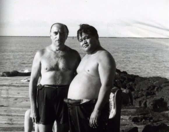 Shalom and Aloha: Famed Yiddish actor Maurice Schwartz (left) enjoying a day off from filming 'Bird of Paradise' in Hawaii with Renny Brooks (right), a noted Hawaiian musician.
