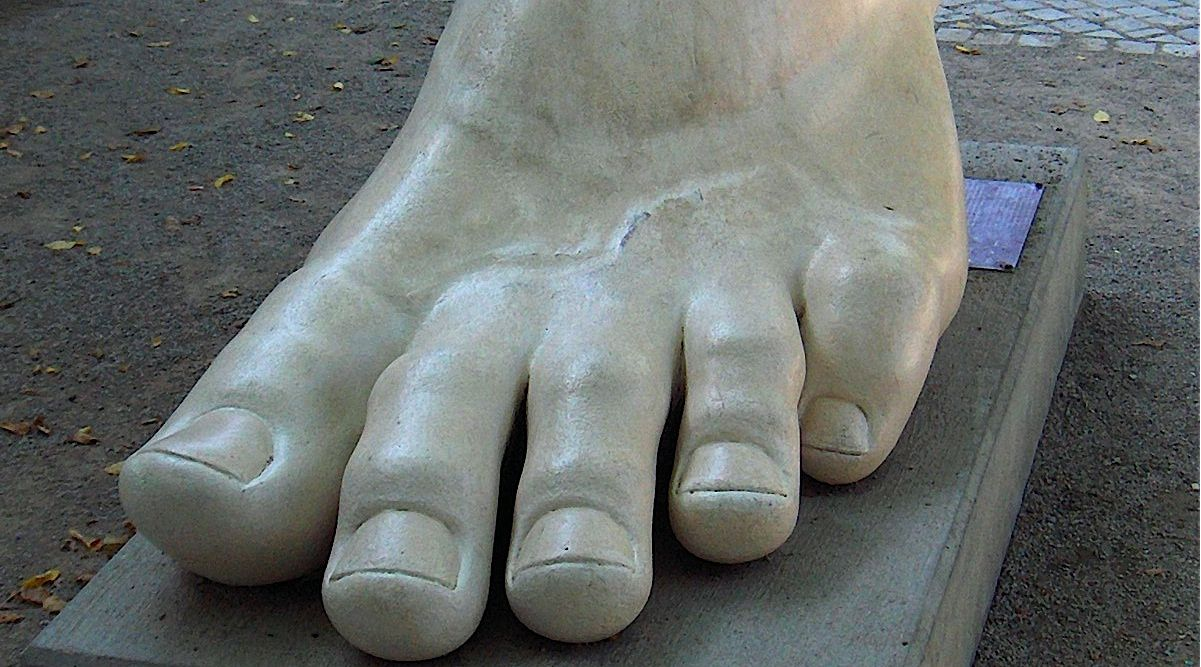 Colossal Feat: Though ?Padeshve? can refer to the sole of the foot, it generally refers to the sole of a shoe. ?Pyate? is the term most often used for the sole of the foot.