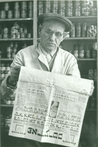 Isadore Gimble reading the Yiddish Forward at Congress Food Market, 5th and East Capitol Streets, NE, 1953.