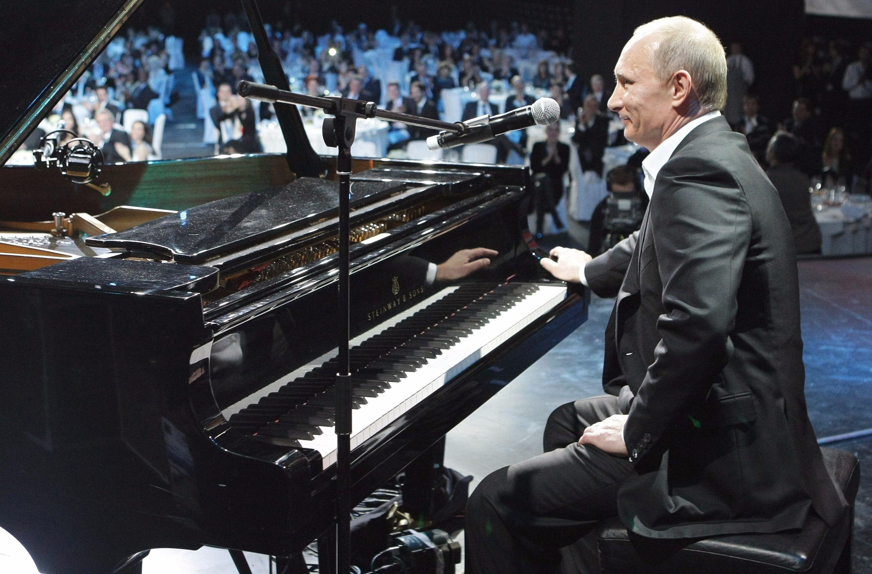 Vladimir Putin, Supervillain Pianist