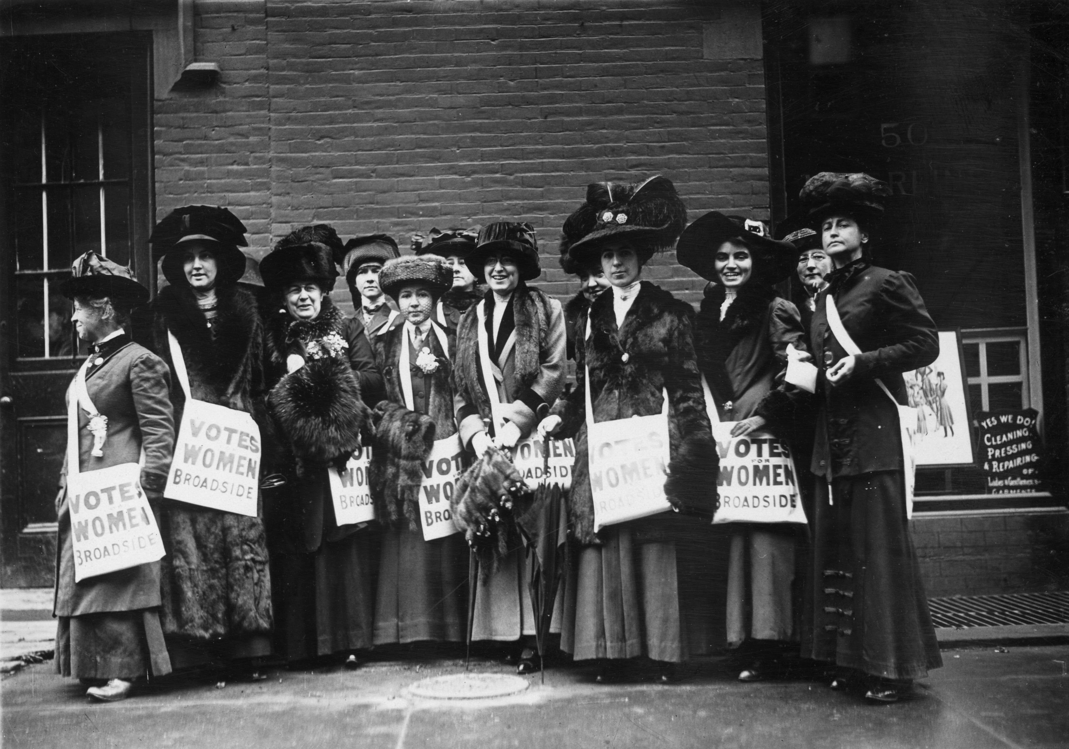 Supporters of women's suffrage, in New York, 1913.