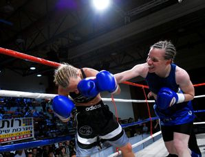 GOLDEN GLOVE: Hagar Finer (right) of Israel will face Regina Halmich, one of Germany's best boxers.