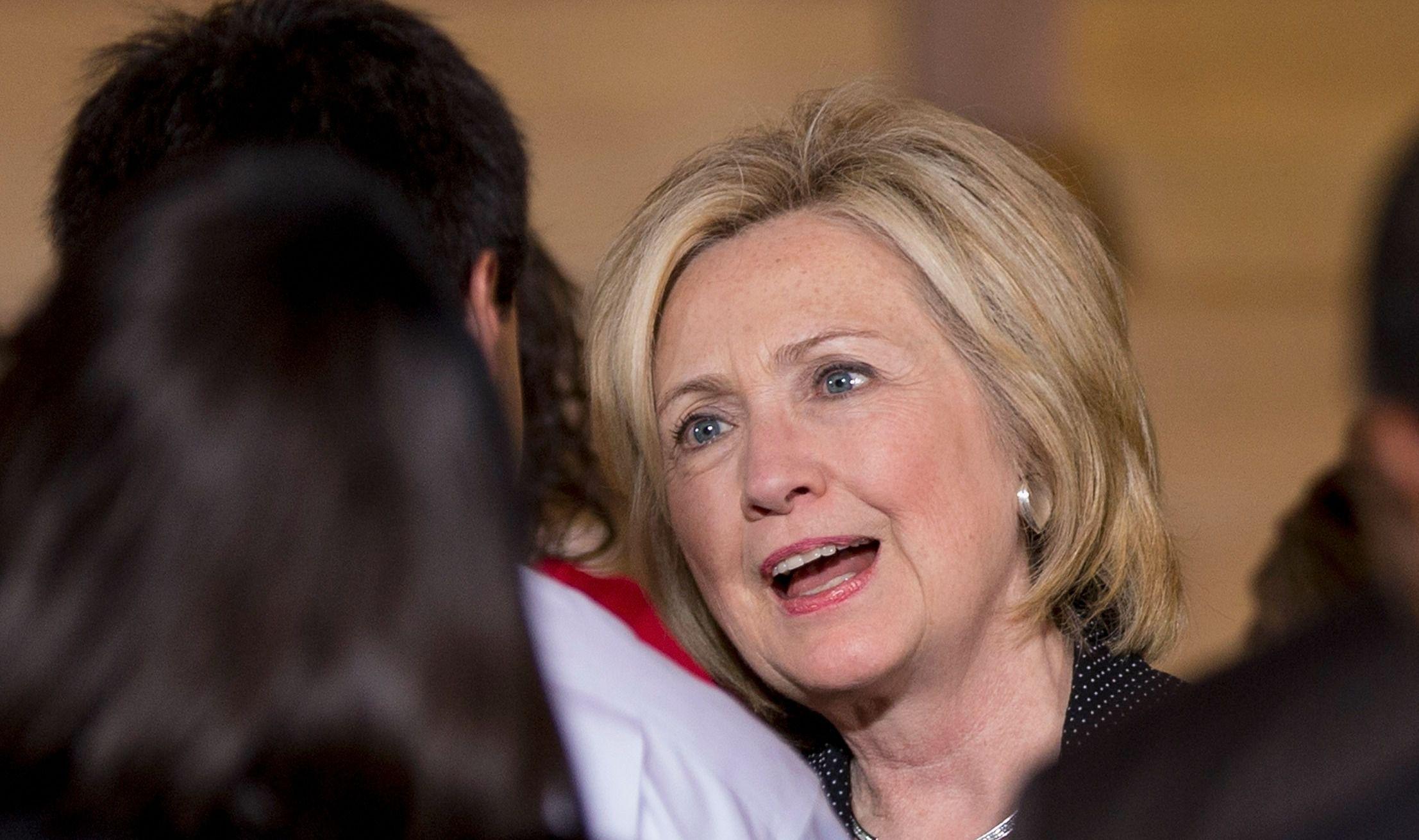 Hillari Klintondan FTB agentinə siyasi rüşvət – ABŞ-da seçki öncəsi yeni qalmaqal
