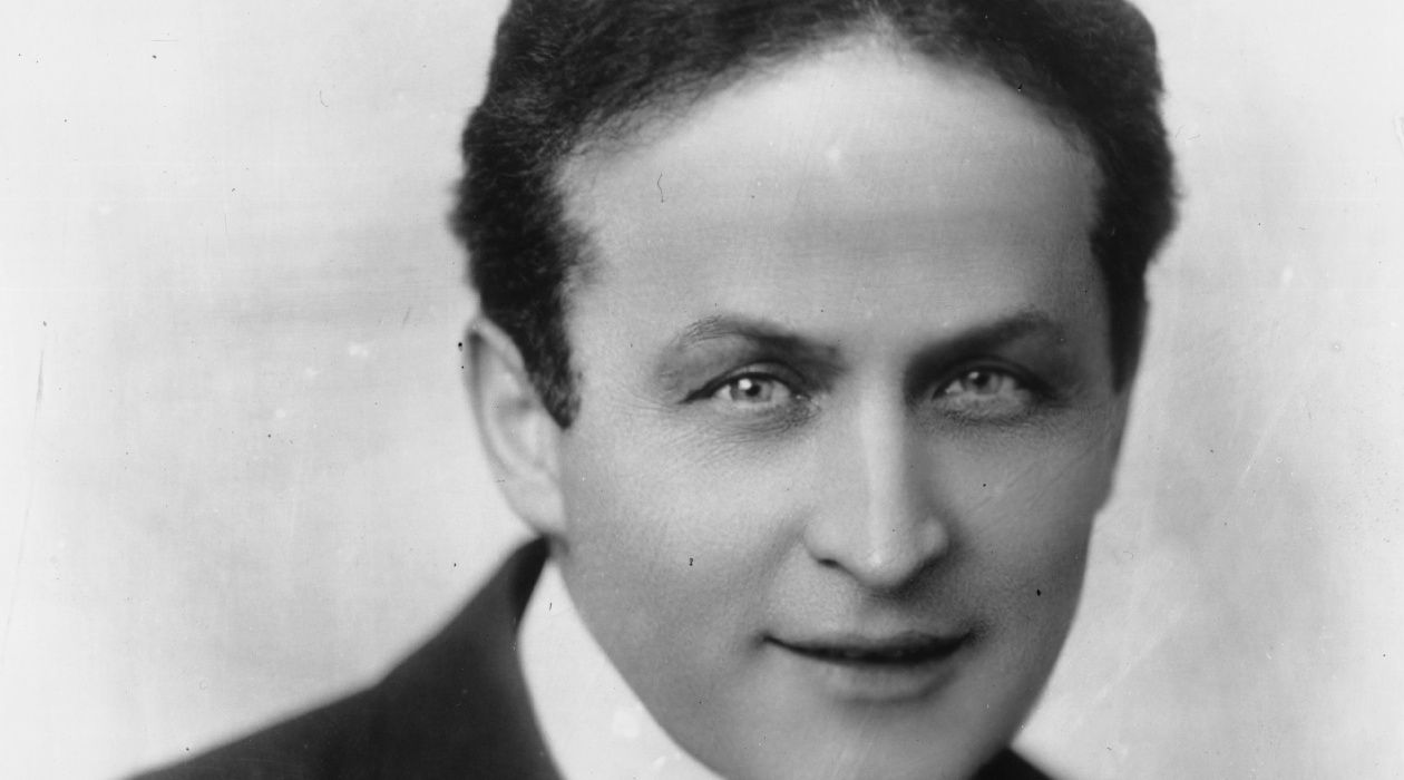 Son of a Rabbi: Houdini was known by his neighbors as a religious man.