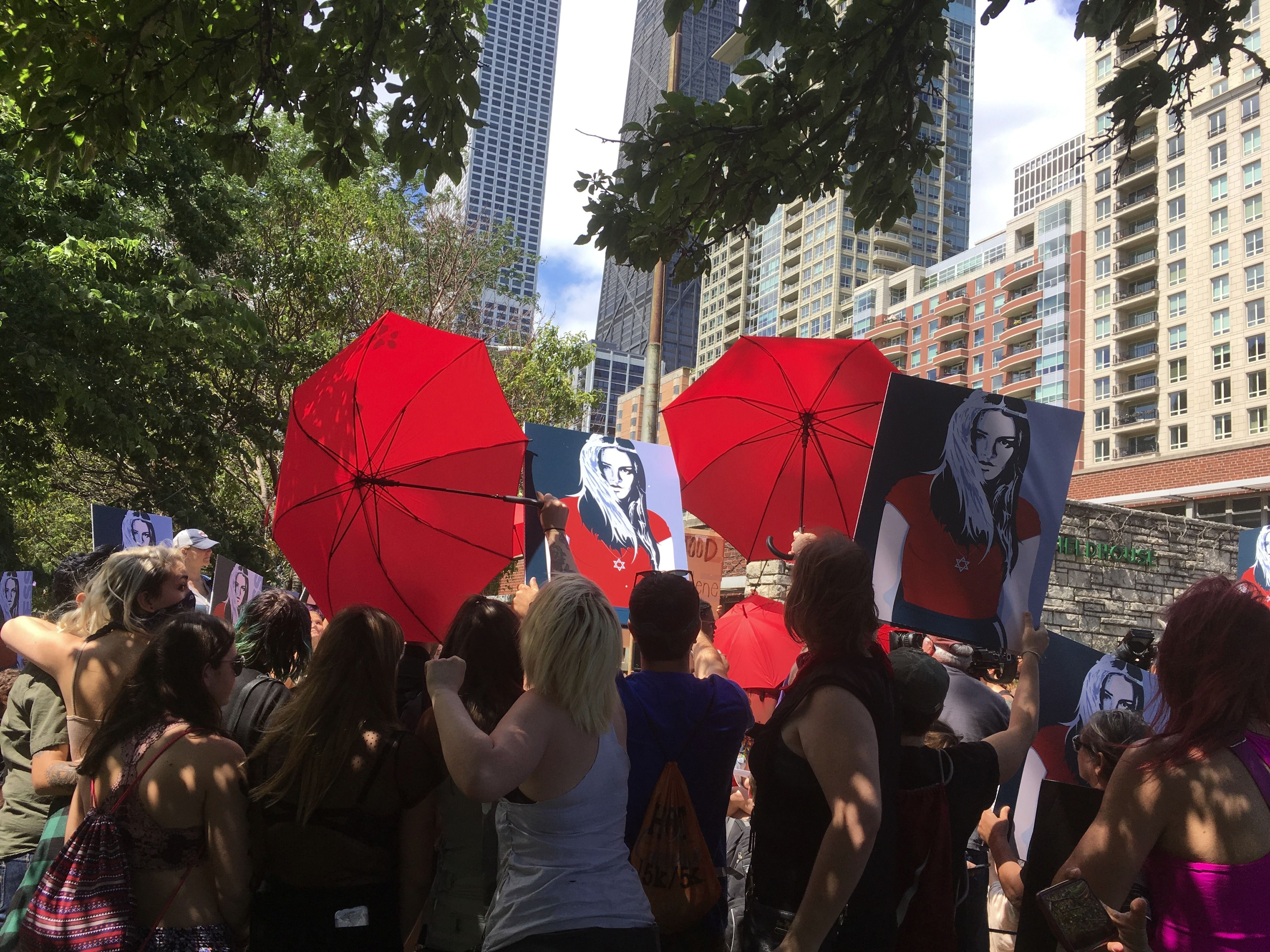 Participants at SlutWalk Chicago hold up umbrellas to hinder the view of the progressive Zionist women's group Zioness.
