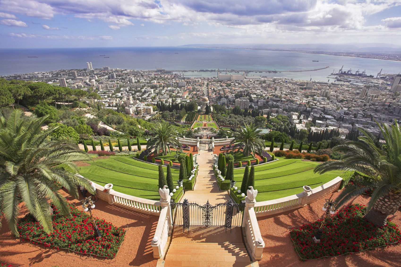 **Haifa:8* Israel's northern metropolis stretches from the Bahai Temple to the industrial port and has Jewish, Muslim and Christian populations.