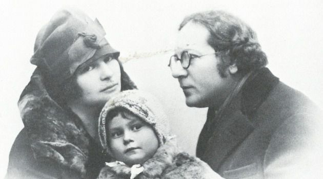 Forward Into The Past: Images of Jewish life before the Holocaust taken by photographers such as Alter Kacyzne (pictured above with his family) were shown as part of ?Image Before My Eyes,? a 1976 exhibit at the Jewish Museum in New York.