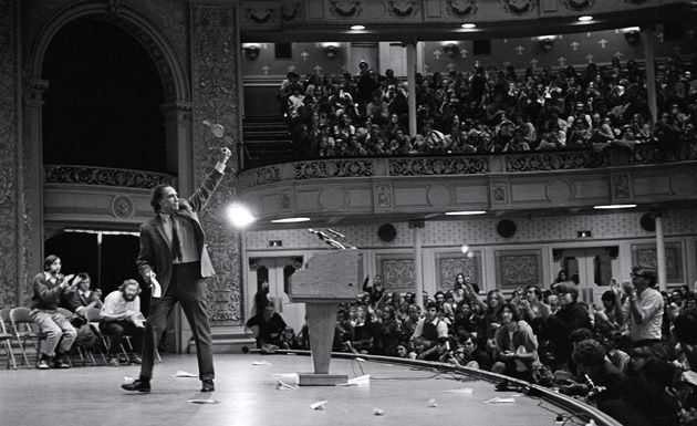 Thank You, Pittsburgh!: William Kunstler salutes the crowd as he leaves the stage while defending the Chicago Seven in 1970.