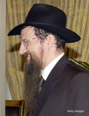 Russia's chief rabbi is accused of role in students' detention
