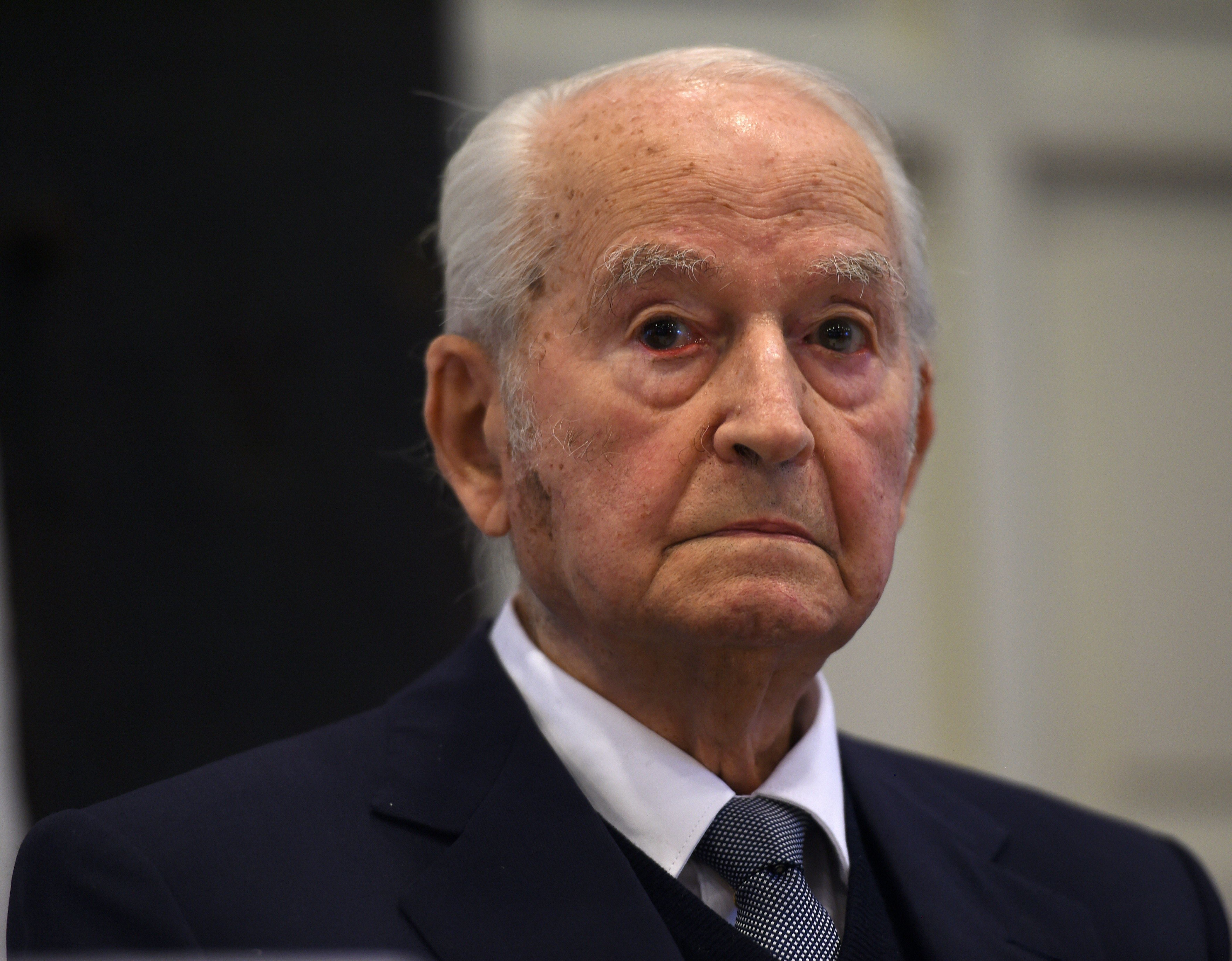 Former prisoner of Auschwitz extermination camp Leon Schwarzbaum takes part in a press conference in Detmold, western Germany, on February 10, 2016 ahead of a trial of a former SS man Reinhold Hanning.