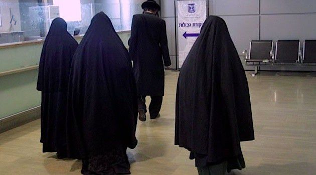 Women in the Lev Tahor sect are forced to wear a burqa like uniform that has led some to call the group the Jewish Taliban.