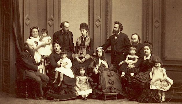 Proud and Viennese: A photograph of the Lieben family around 1870. They lived on Universitätsring 4, across the street from the city hall.