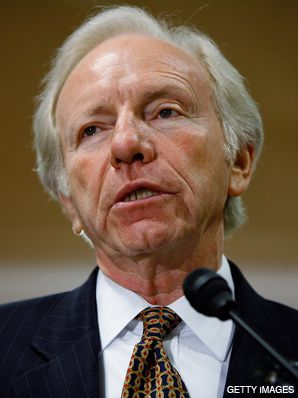 ON THE TRAIL: Lieberman traveled on McCain?s bus in Florida.