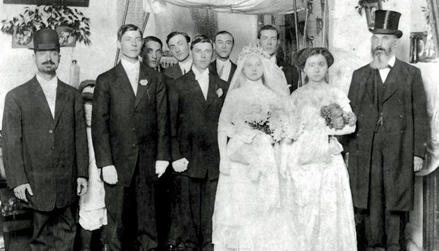Southern Belle-a-busta?: The Joseph and Celia Lipman wedding party gathers under the chuppah in New Bern, N.C., in 1911.