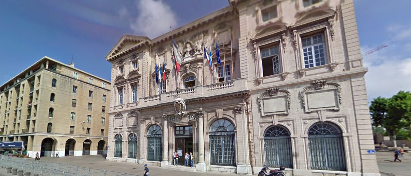 Youth stabs, lightly injures Jewish man in Marseille.