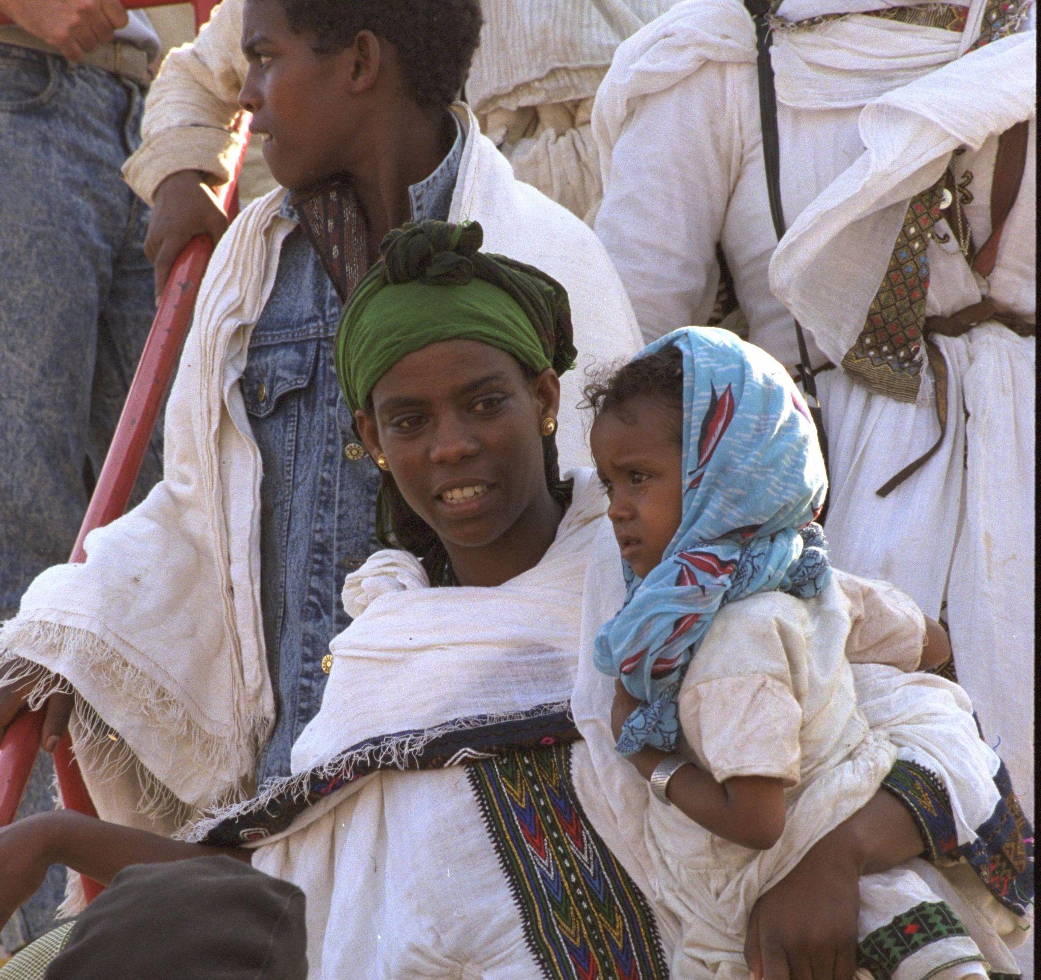 "Ethiopians come to Israel in ""Operation Solomon."""